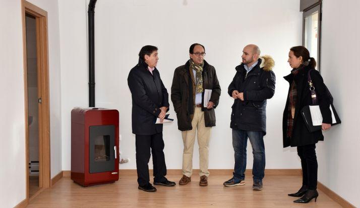 Jesús Puerta, Manuel López, Luis Matías Ágreda y Consuelo Tutor en el interior del inmueble. /Jta.
