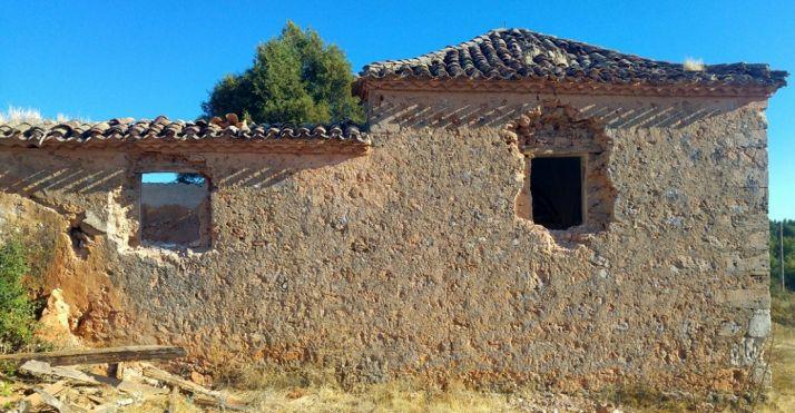 Imagen del templo de Valdegrulla, sin los sillares de sus ventanas.