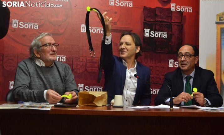 Jesís Bárez (izda.), Juan Mayoral y Manuel López en la presentación del espectáculo. /SN