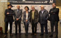 Pilar Monreal arropada con los colaboradores que han llevado adelante esta iniciativa. /SN