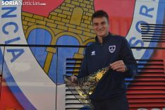 Jordi Sánchez posa con un gorro de bruja en Los Pajaritos. SN