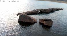 Niveles del pantano a la altura del puente romano este sábado. /SN