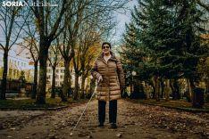 Para pasear con el bastón se necesitan referencias y ausencia de obstáculos. Carmen de Vicente