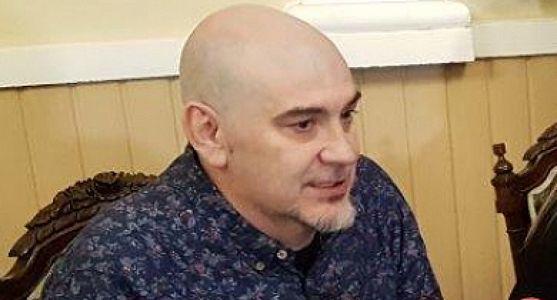 César Millán, librero y crítico literario.