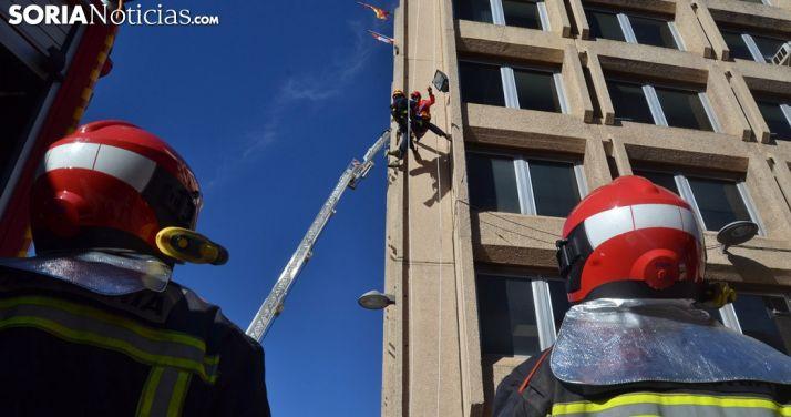 Un ejercicio de los bomberos de Soria en Granados. /SN