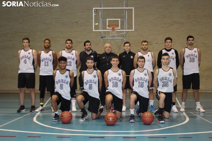 El Club Soria Baloncesto, en una foro de grupo durante una de sus sesiones en el IES Castilla. SN