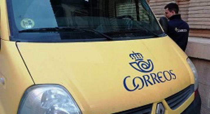 Foto 1 - Correos identifica su flota de vehículos en Soria con los distintivos ambientales de la DGT