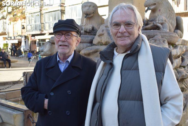 Javier Narbaiza y Vicente Marín en la plaza Mayor de Soria.