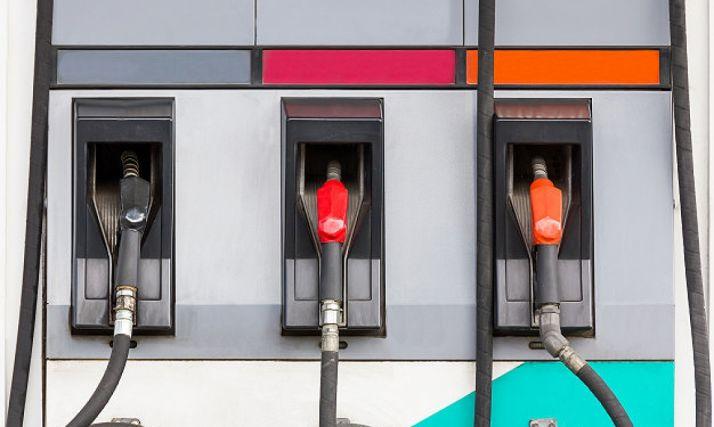 Imagen de un surtidor de combustible de vehículos.