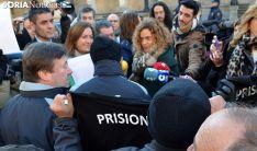 Una imagen de la concentración y el encuentro con la ministra. /SN