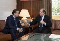 El presidente de la Junta se reúne con el Ministro de Fomento.