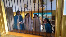 Abadesa (izda.) junto  otras hermanas de la Comunidad. /Prensa Obispado