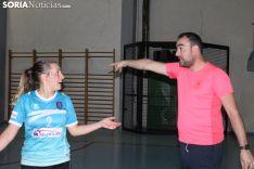 Juan Carlos Vera da instrucciones desde el banquillo. SN