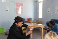 El Mago Fabio encandila a los pacientes y al equipo sanitario del Santa Bárbara