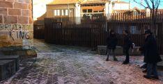 Visita de Ayuntamiento y Junta al entorno de la iglesia. /Ayto.