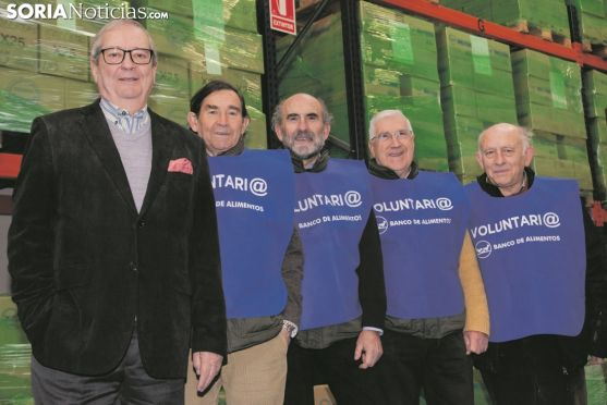 Presidente y voluntarios del Banco de Alimentos de Soria. /María Ferrer