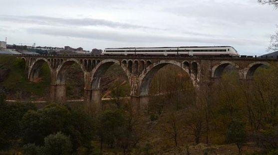 El viaducto sobre el río Golmayo en la capital soriana. /ASOAF