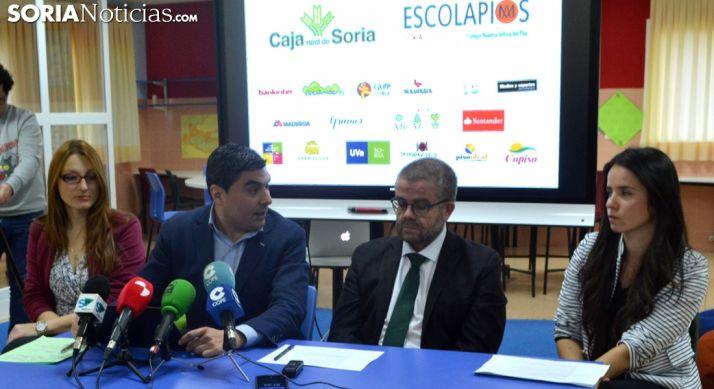 Cristina Usón (izda.), Óscar Abellón, Javier Gracia y Dana Tura ante los medios informativos. /SN