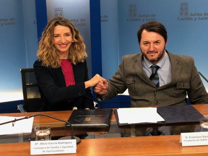 Foto 1 - Junta y CERMI anuncian mejoras en las normativas de precios públicos y de prestaciones a la dependencia