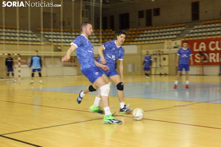 Los jugadores del Río Duero jugaron a fútbol sala en su primer entrenamiento del nuevo ejercicio.