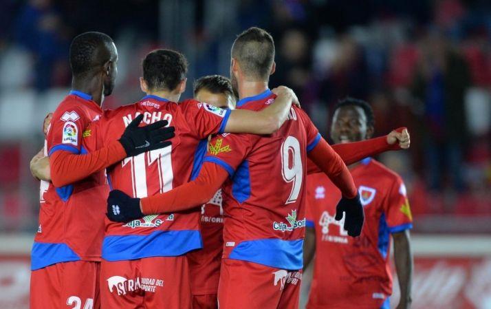 Higinio, Diamanka y Nacho se abrazan en Los Pajaritos., LaLiga