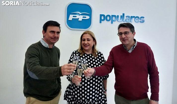 Castro (izda.), De Gregorio y Peregrina este viernes en la sede del partido. /SN