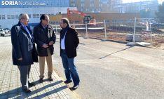 Delgado (izda.), López y Atienza este viernes en las inmediaciones donde se ubicará el parking provisonal. /SN