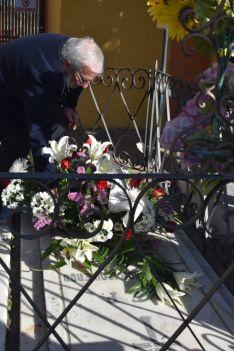 Bárez, en la ofrenda floral este viernes. /Ayto.
