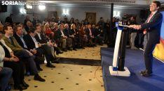 Mañueco dirigiéndose a simpatizantes y afiliados del PP este miércoles en presencia de Pablo Casado. /SN