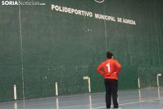 Paula Cacho, arquera del BM Ágreda, analizando una jugada de espaldas a su portería. SN