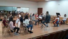 Jóvenes intérpretes sorianos durante un ensayo.