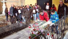 Imagen de un homenaje floral en la sepultura de Leonor. /SN