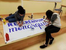 Imágenes de la preparación del referéndum similar celebrado en la UVa. @UsReferendum