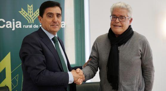 Martínez (izda.) y Hernández tras la firma del convencio. /CRS