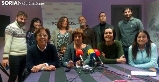 Sentadas, de izquierda a derecha, Carmen Heras, María Luisa Muñoz, María José Marco y Leonor Lahoz. /SN