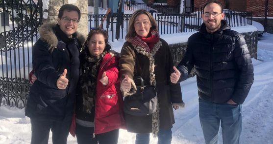 La candidata (2ª izda.) con Tomás Cabezón, María José Heredia y Jesús Cacho, miembro de la candidatura.