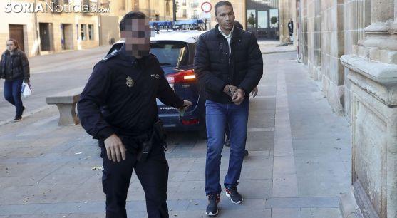El condenado, a la entrada la Audiencia Provincial durante el proceso. /SN