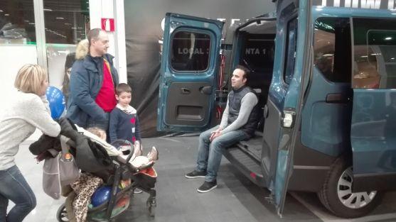 La animada VII Feria del Coche de Ocasión y Seminuevo de Soria continúa este domingo en Camaretas