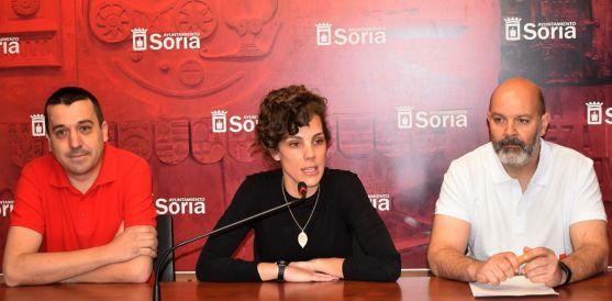 Inés Andrés, entre Iván Calle (izda.) y Rubén Marrón. /Ayto.