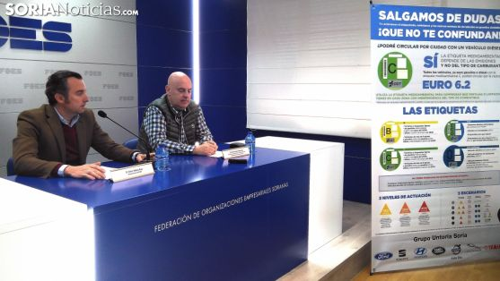 Víctor Mateo (izda.) y Julián Untoria este miércoles en FOES. /SN