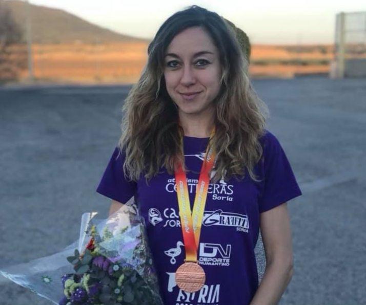 Raquel Álvarez con su medalla de bronce. /Celtíberas