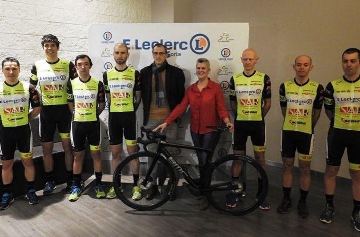 Presentación del equipo ciclista en E.Leclerc. Cedida