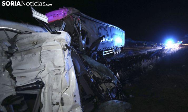 Imagen del accidente en Buberos en noviembre donde hubo que lamentar dos personas fallecidas. /SN