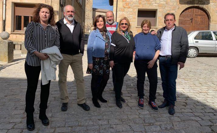 Rubio, en el centro de la imagen, con miembros de su equipo y dirigentes del PP provincial.