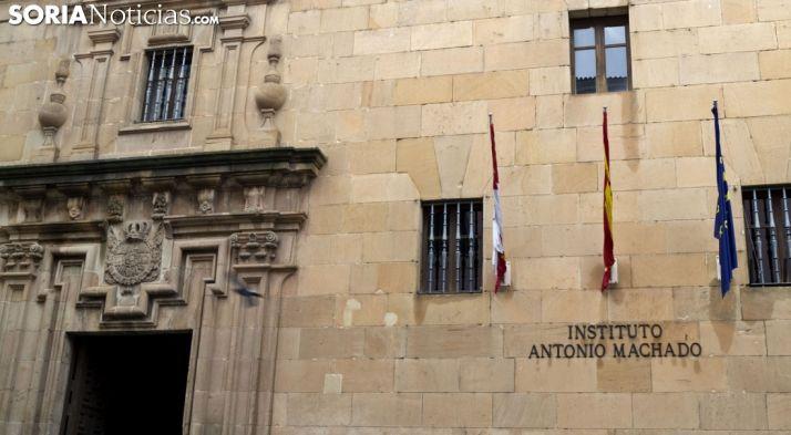 Foto 1 - Abre la muestra 'Escenas' en el IES Machado