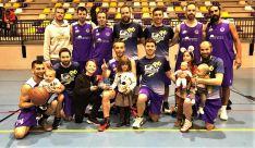 El equipo ganador tras la final. /DPB