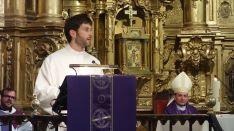 García Izquierdo, en su intervención durante la ceremonia en presencia del obispo. /DOS