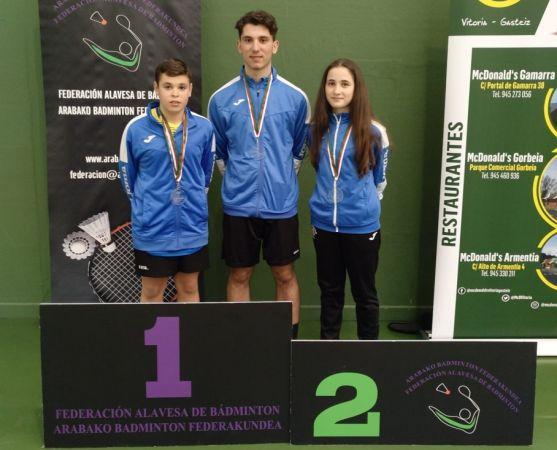 Javier, Jorge y Ana, en el podio vasco. Club Bádminton Soria-CS24