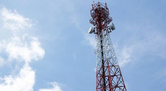 Una antena de un repetidor de TDT.