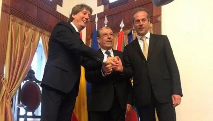 """Foto 1 - Carlos Martínez pide """"subir el sur al corazón de Europa"""" en la Cumbre Hispano Lusa"""